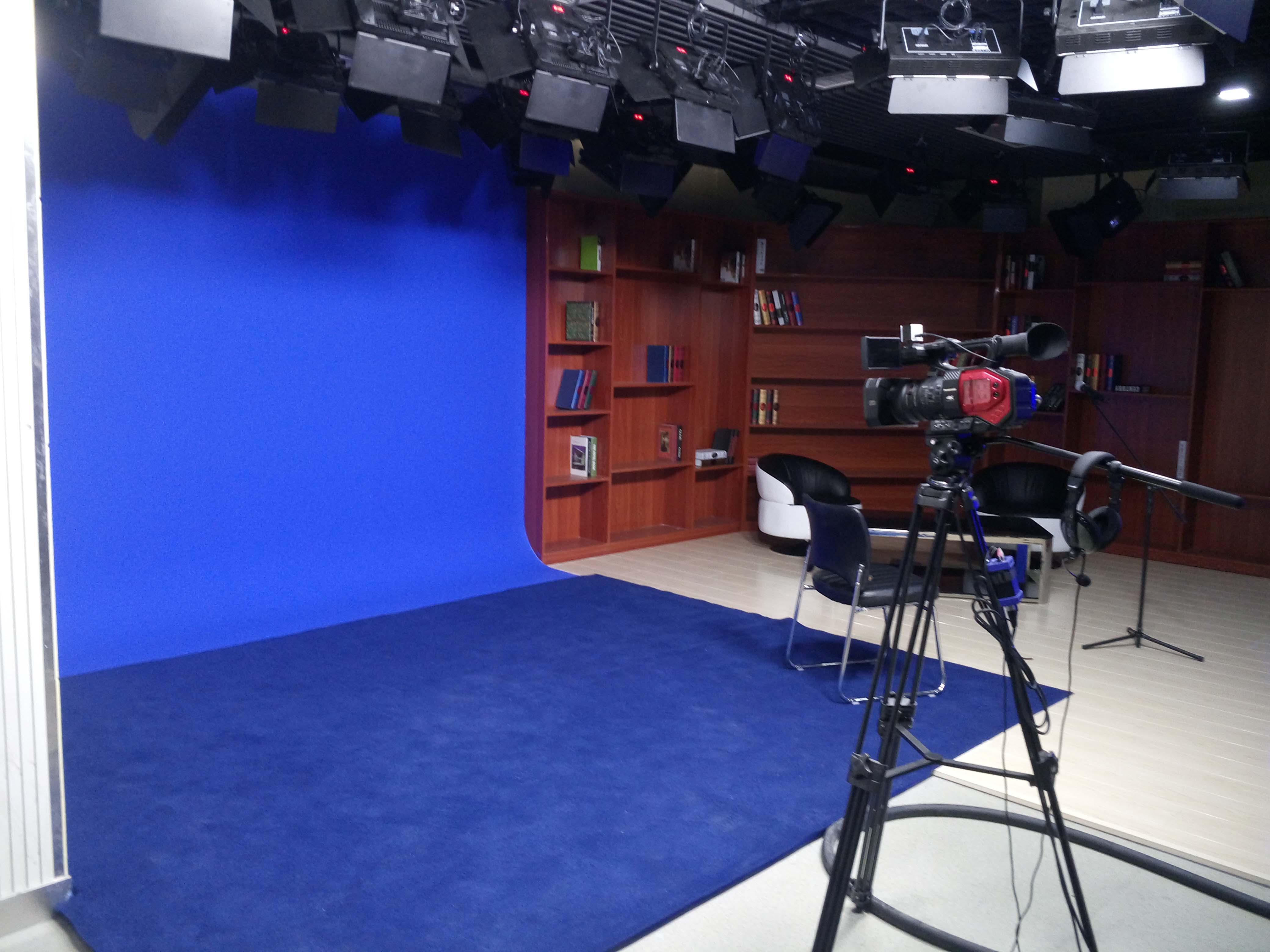 南京财经大学校园电视台演播室