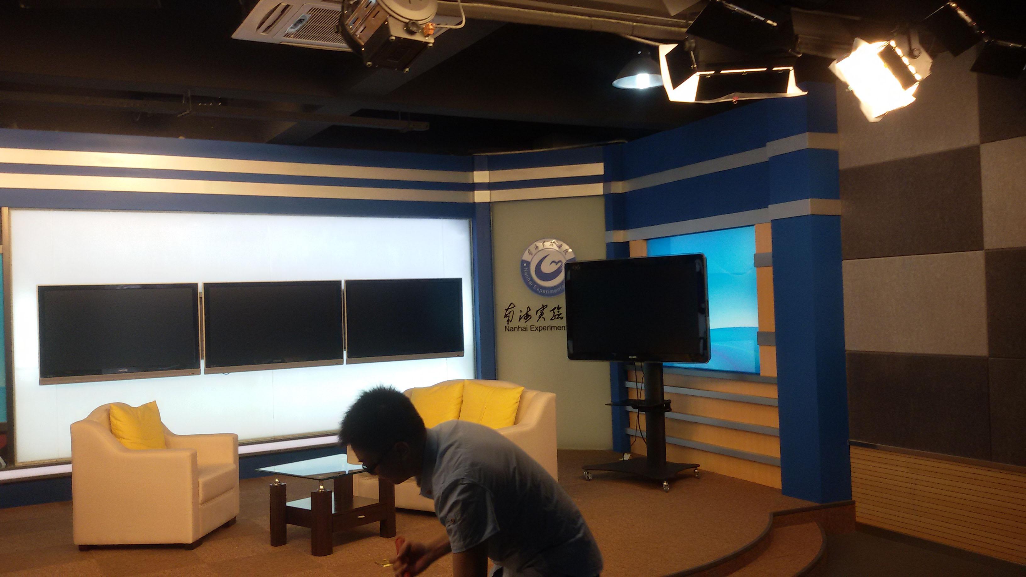 舟山市南海实验中学校园电视台演播室